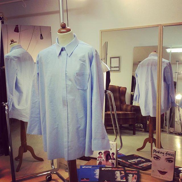 Nu är det dags för provning nummer två av prototypen av skjorta för en kund där jag tidigare dokumenterat ändringar från första provningen på mönstret. Slutresultatet av provningen i dag kommer jag att överföra i hårdare mönsterpapp för senare beställningar. Din Skräddare i Helsingborg