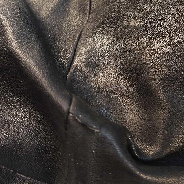 Skrapade knän inte roligt och tur skinnbyxor kan repareras.
