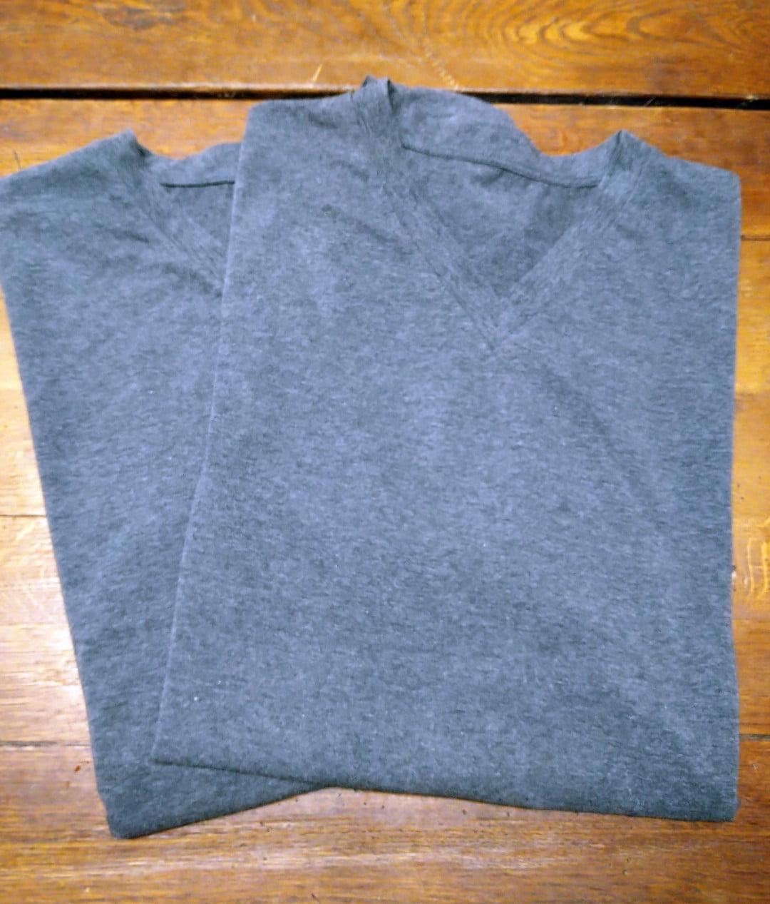 En mindre produktion av t-shirt färdiga för leverans. Din Skräddare i Helsingborg.