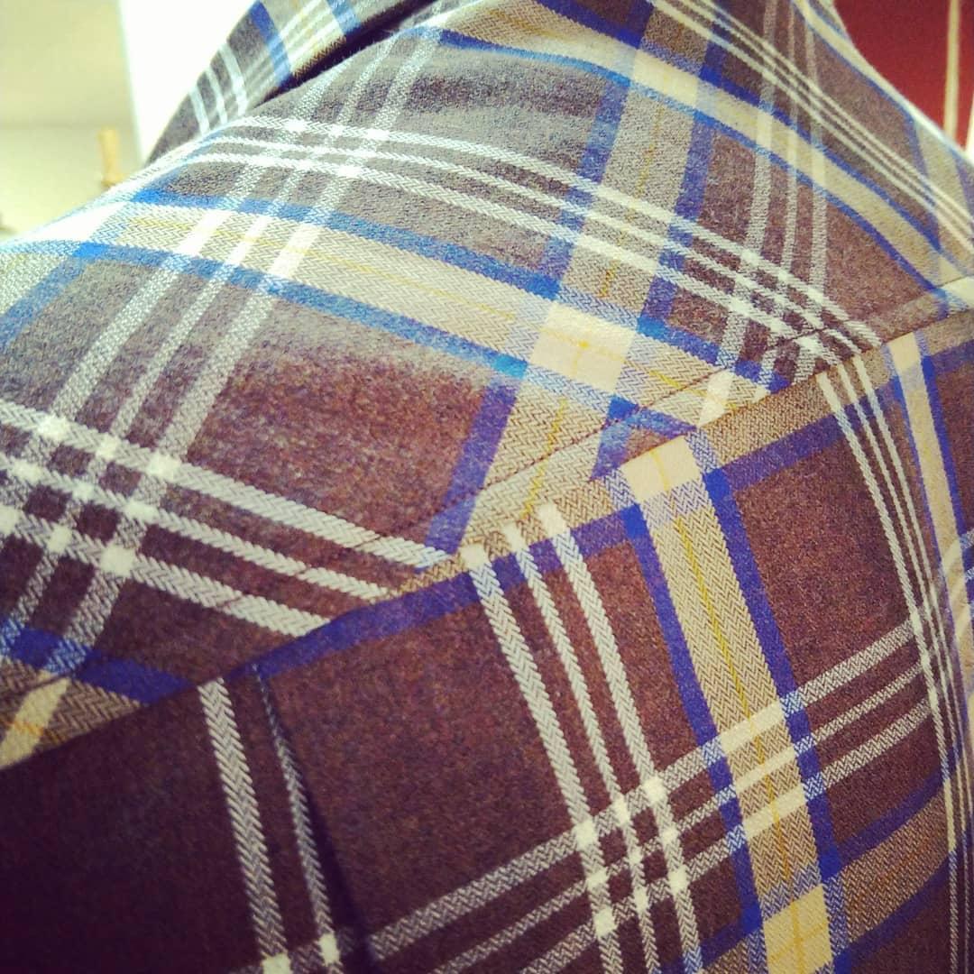 Vi erbjuder skräddarsydda skjortor. Välkommen till Ateljé Sari.Din Skräddare i Helsingborg